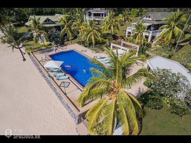 Phuket - Beach front villa 4 Bedrooms 02